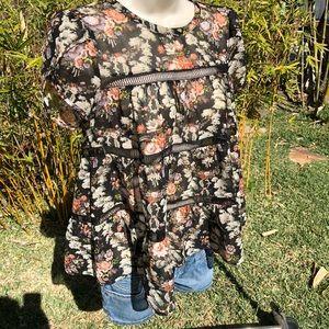 RO & DE 🖤 Gorgeous floral blouse